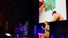 TED: Leah Buechley: How to &#226;&#128;&#156;sketch&#226;&#128;&#157; with electronics - Leah Buechley (2011)